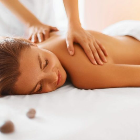 Massagem relaxamento ombros